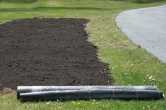 soil.compostAmended.-¬KellyOrzelPhotography