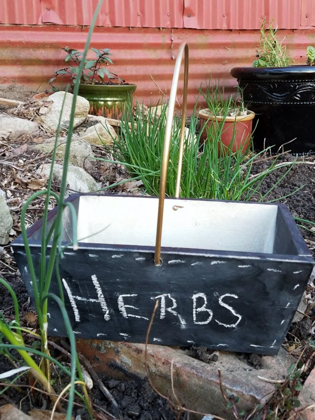 Use Chalk Paint in the Herb Garden
